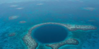 Blue Hole Belize in lighthoue attoll